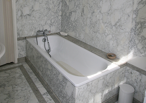 Badkamers natuursteen - Bruinstroop Natuursteen Rotterdam